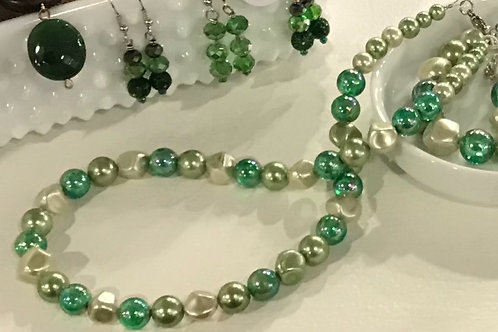 Vintage Multi-Colored Green Necklace and Bracelet Set