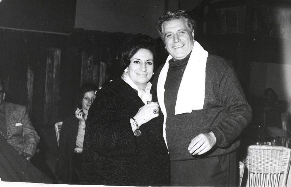 Junto a Nora López
