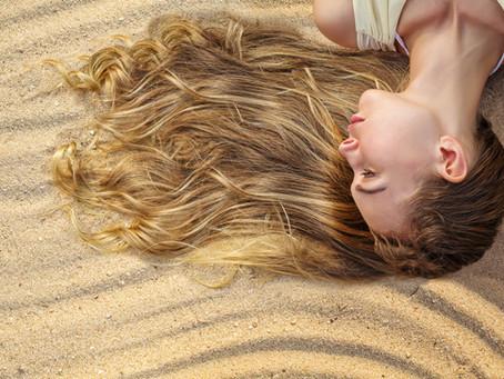 10 conseils pour préserver nos cheveux pendant l'été!