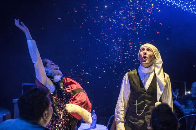 Entertaining Christmas Cast.Review A Christmas Carol Court Theatre