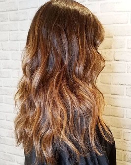Saturday balayage hair vibes 🥰 ._._Call
