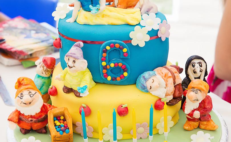 Amazing Snow White Cake