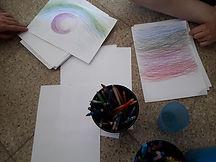 Papeles con dibujos abstractos