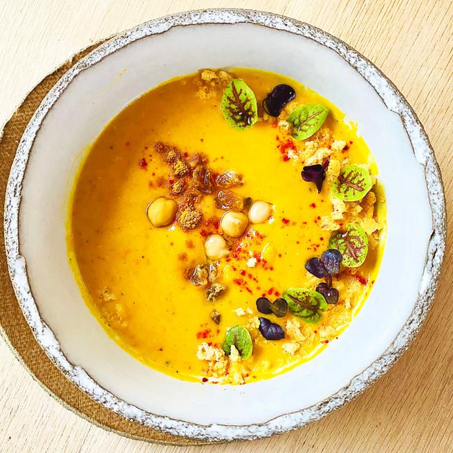 Soupe de lentilles corail au curry et lait de coco