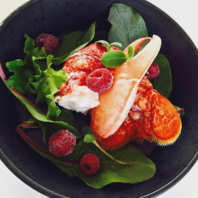 Homard aux fruits rouges et légumes