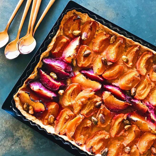Tarte aux abricots, pêches et pistaches