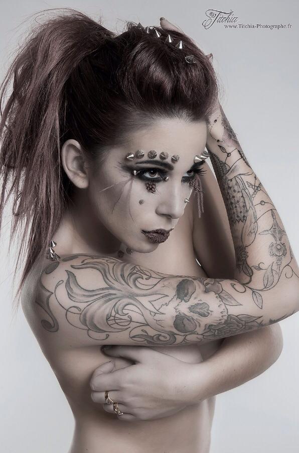 Maquillage artistique clous