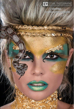 Maquillage serpent et or