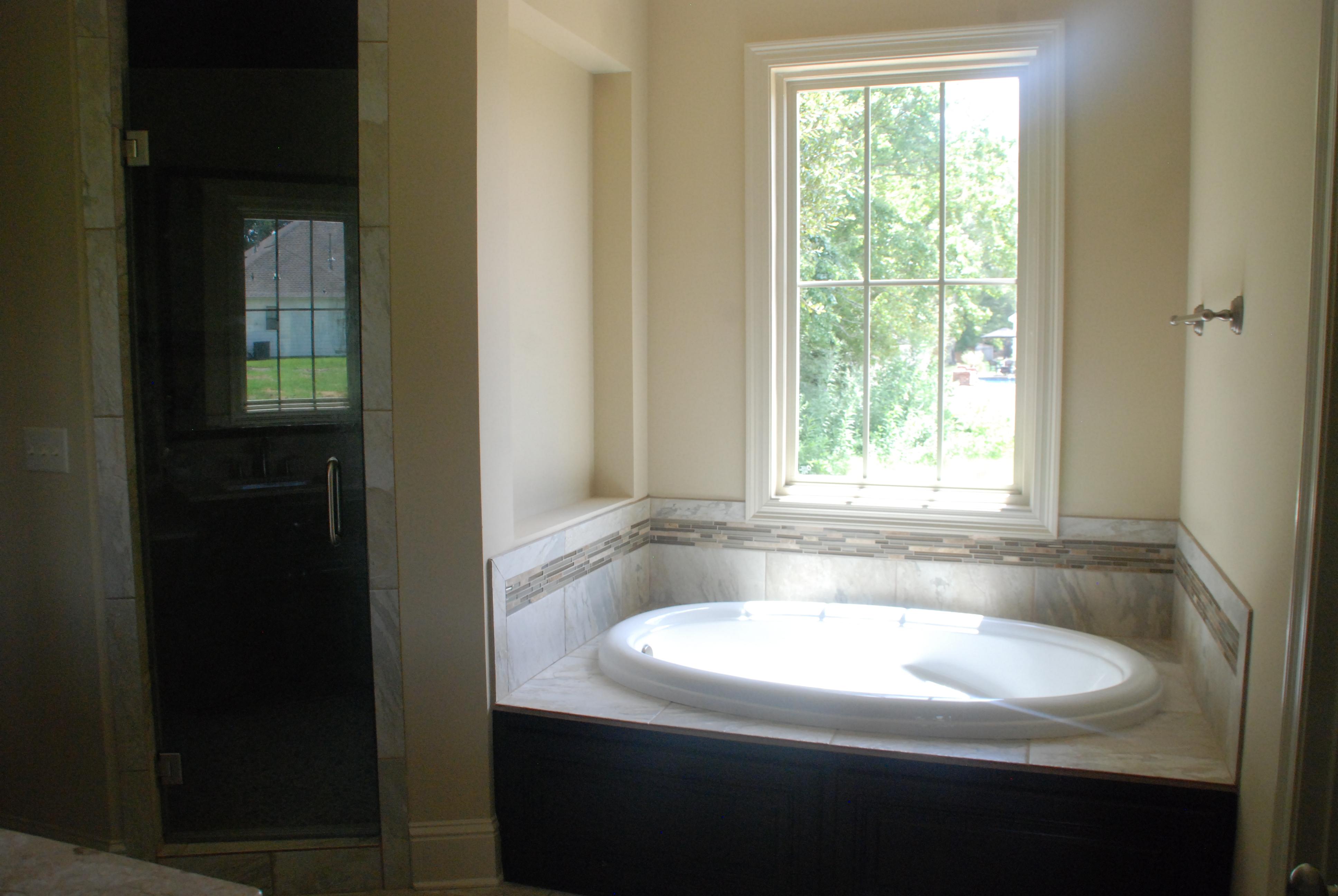 Master tub:shower.JPG