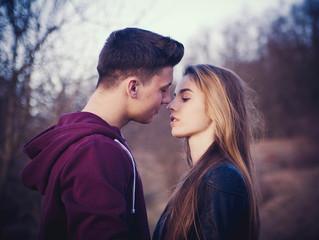 Поцелуи: его жизненно важная роль в выборе и поддержании партнеров