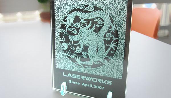 ガラスの彫刻