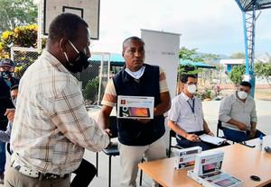281 docentes de Esmeraldas reciben tablets para fortalecer proceso educativo