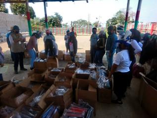 Entrega de kits educativos en Monte Sinaí