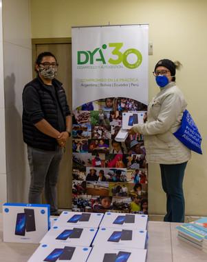DYA  entrega dispositivos electrónicos a 50 familias en Tulcán
