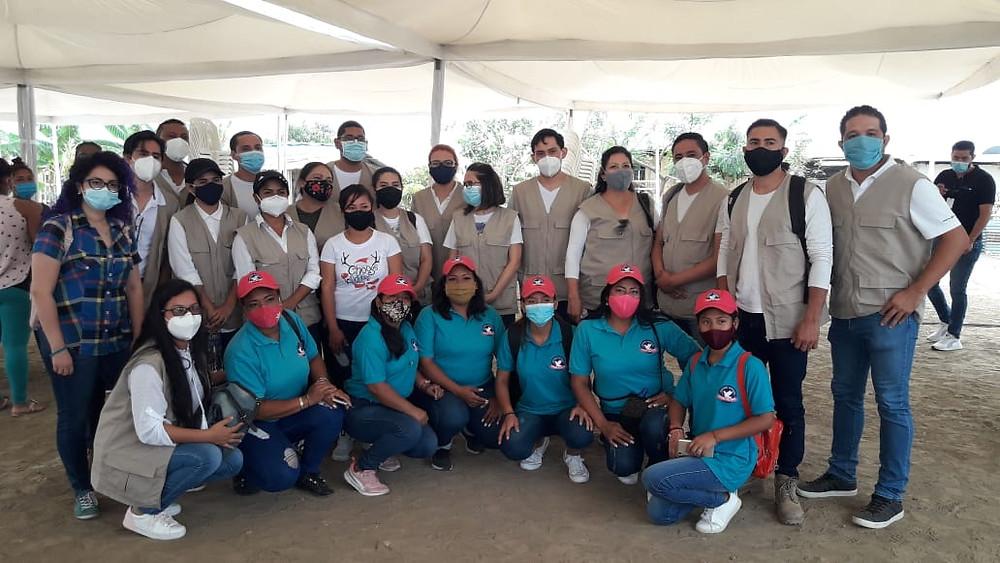Técnicos del DYA junto a líderes comunitarios de Monte Sinaí
