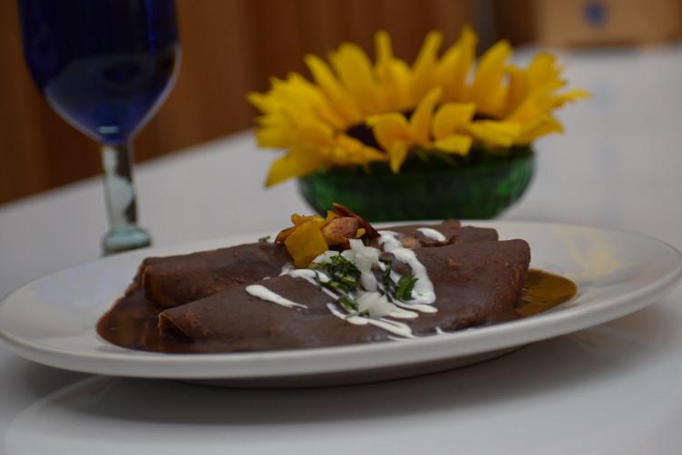 Aura Cocina Mexicana | Cooking Classes | Mexico City | Mexican Breakfast hands-on Cooking Class | Enfrijoladas
