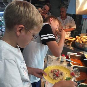 Aura Cocina Mexicana   Market Tour   Mercado de Medellin   Eating Tacos