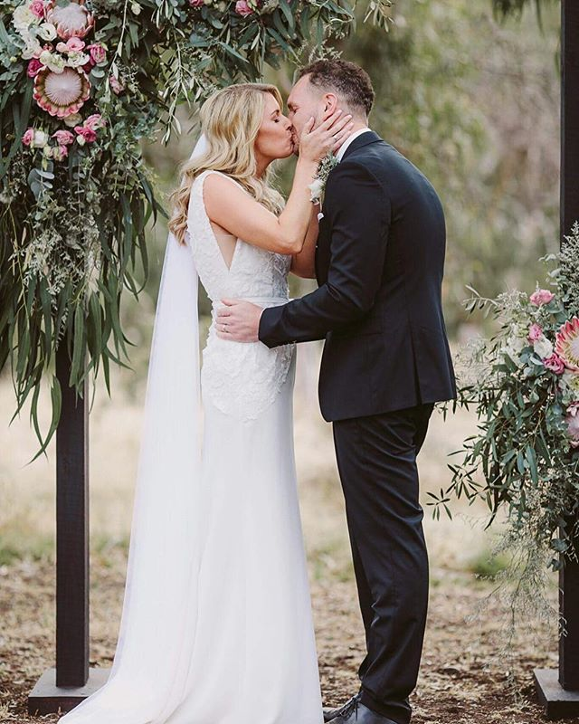 This next level 🙌🏼 Australian Bride, lives in London, purchased her _V E N I C E  Gown from _haloa