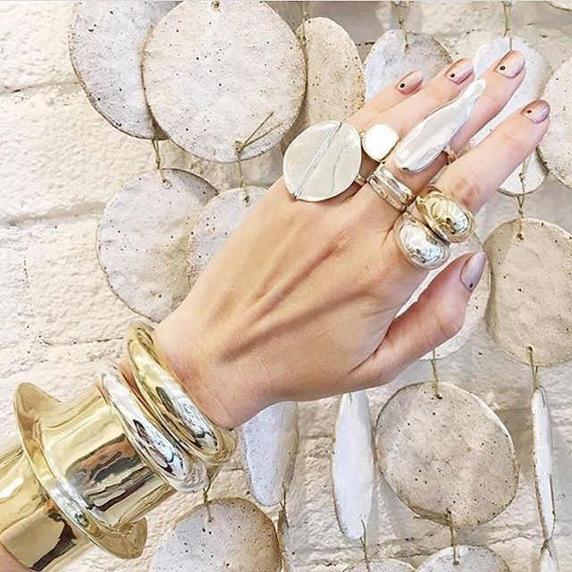 Heavy Metals 🤘🏽🤘🏽 #Repost _zoandwillowbridal_・・・_Sculptural rings like these! So cool! By _arian