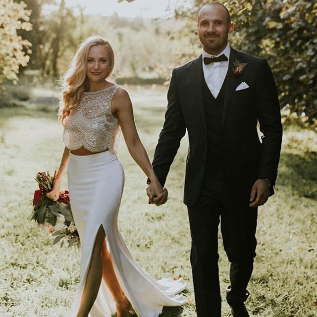Umm yeah hello _haylee_davies you couldn't possibly be anymore beautiful! _hopexpage bride in _marqu