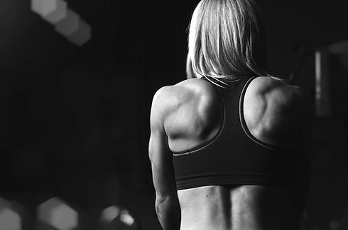 A%20blonde%20woman%20working%20out%20at%20the%20gym_edited.jpg