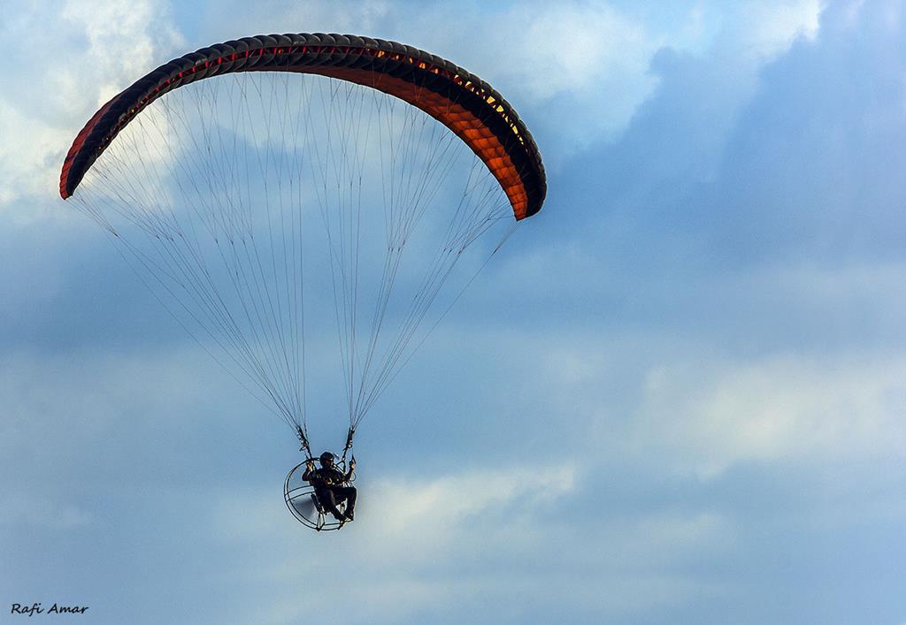 Parachutist paragliding