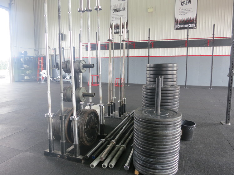 20+ Bars and 2000+ lbs of plates