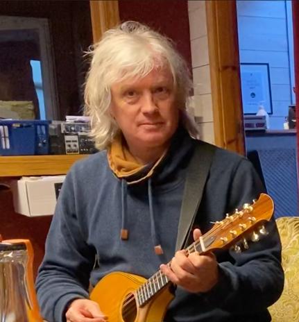 Torbjørn i studio.png
