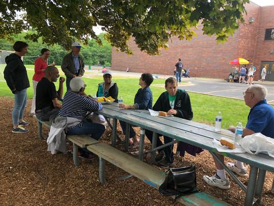 005 090 X IMG_4627 X3 - picnic table gat