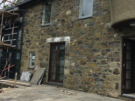 Estyniad i dŷ wal cerrig | Stone wall house extension