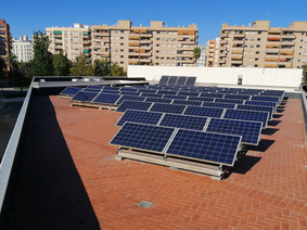 Paneles solares en una comunidad de vecinos