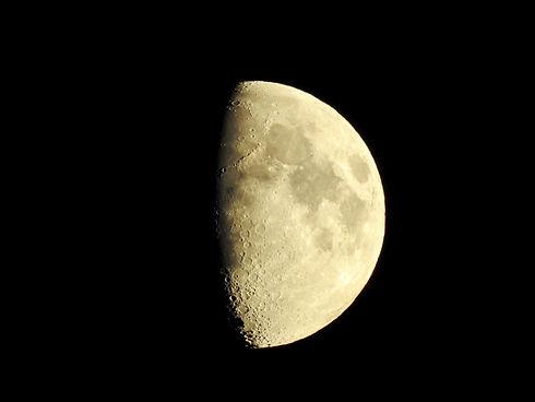 moon-2752313_1920.jpg
