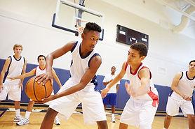 Jogo de basquete juvenil