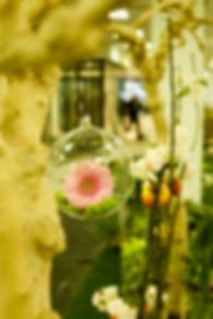 Bulle de verre avec fleurs