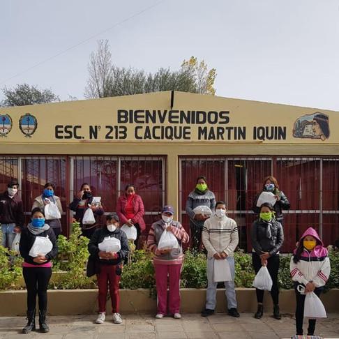 """Entrega de útiles escolares a la Escuela N° 213 """"Cacique Martín Iquin"""""""