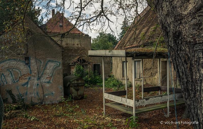 Verlassener Hinterhof im Osten