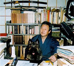 書斎にて愛犬ガリアと.jpg