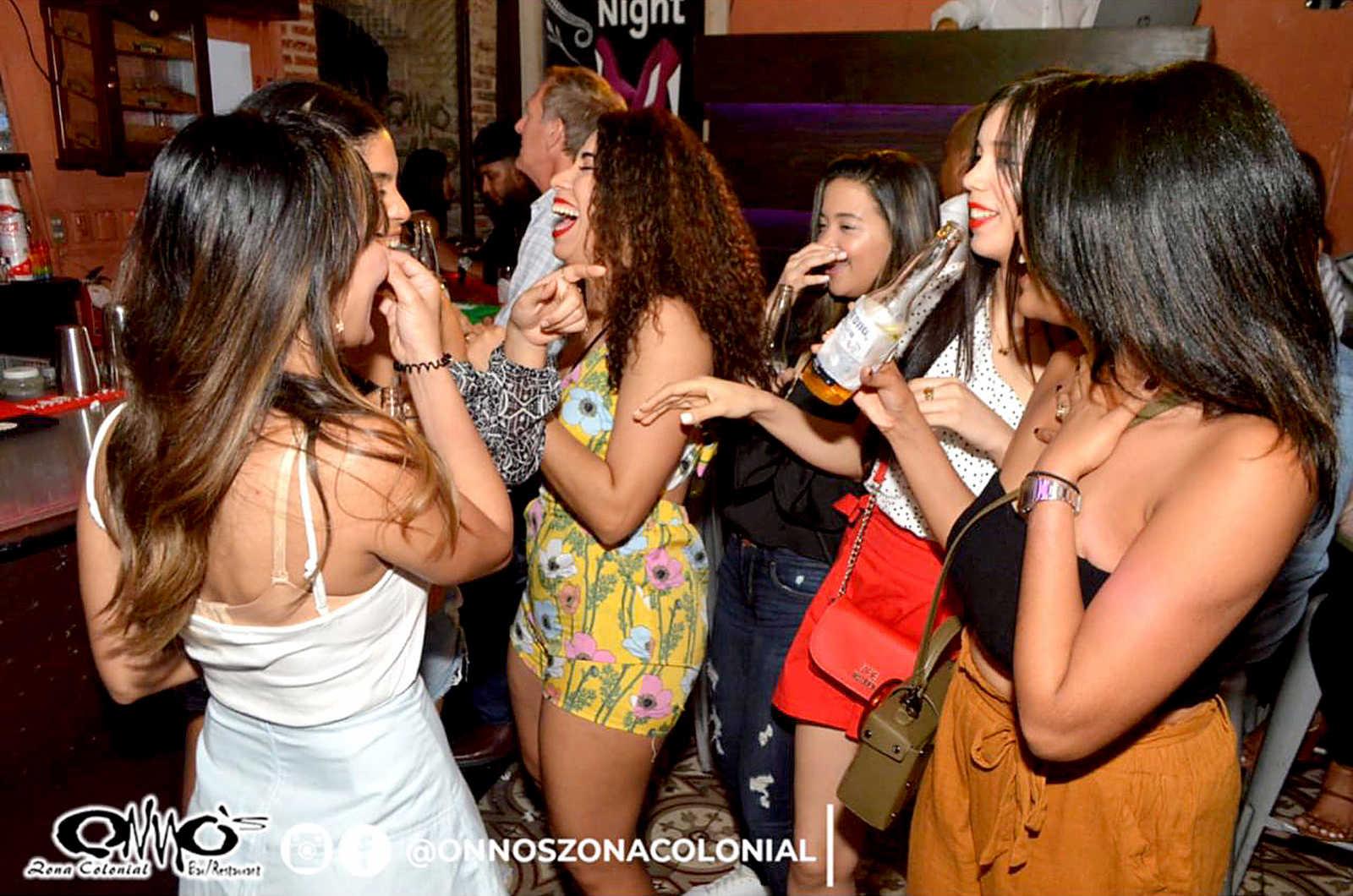 GirlsZonaColonial.JPG
