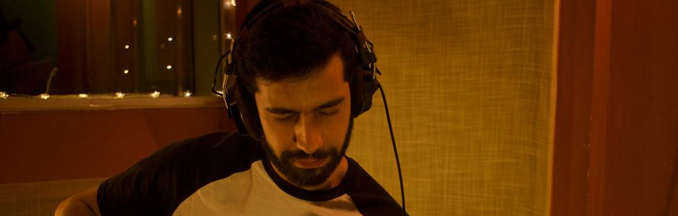 Surya Cabral (coproducción, guitarra y voces de coro)