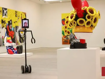 Robots Get Private View of Major Pop Art Show