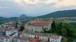 Vastogirdi il borgo e il castello .jpeg