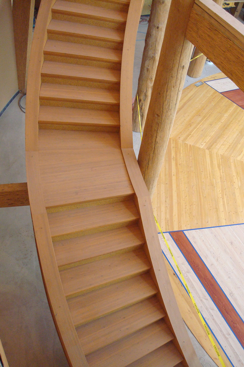 UM-NAC-curved-stairweb