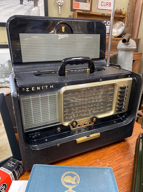 Zenith Trans-Oceanic R600 Radio