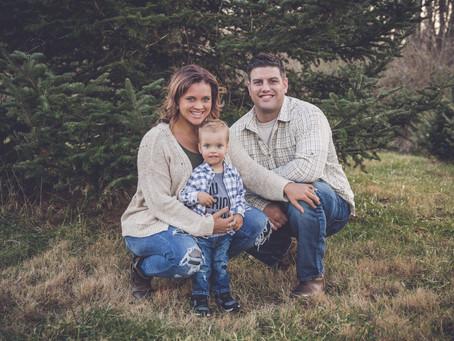 christmas tree farm session | holiday | family photographer in cincinnati, ohio