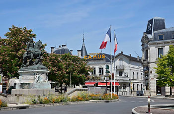cognac-place-françois1er.jpg