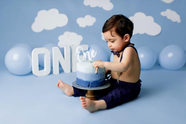 cake smash boy