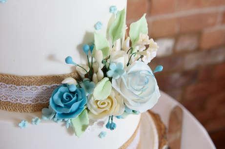 wedding-cake-sugar-petals.JPG