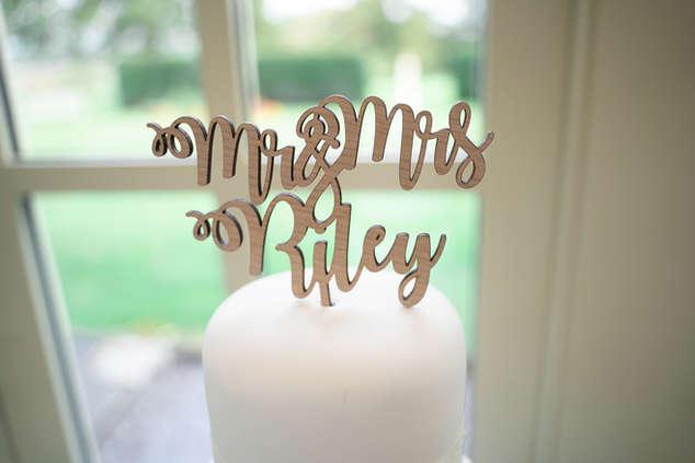mr-mrs-cake-decoration.JPG