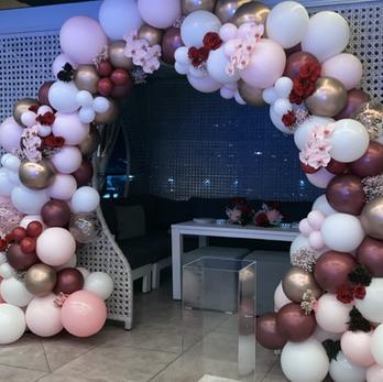 Balloon Garlands/ Arch Starting from $90 (per metre)