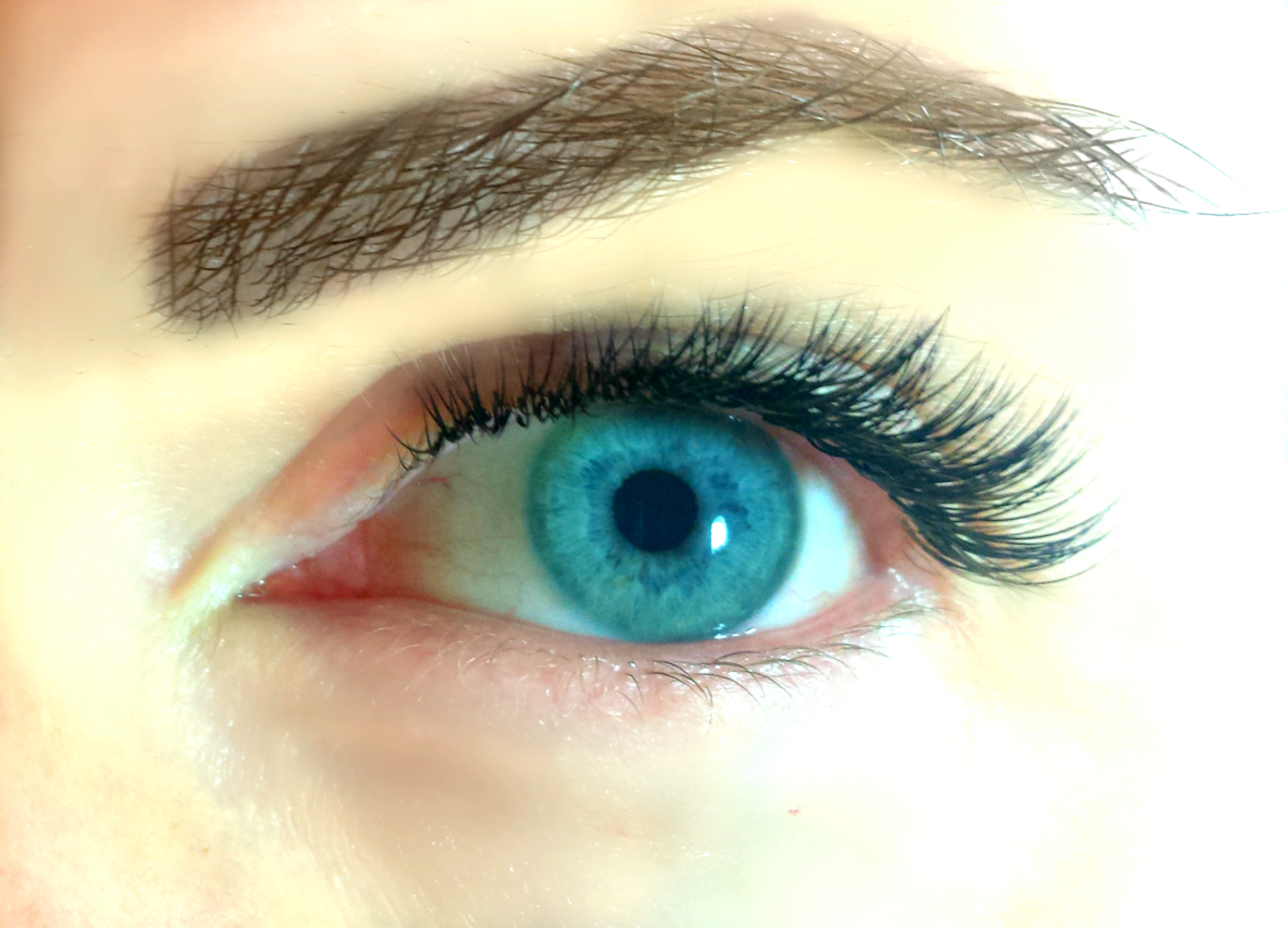 Classic lashes, glamourous look with short to medium lengths.jpg